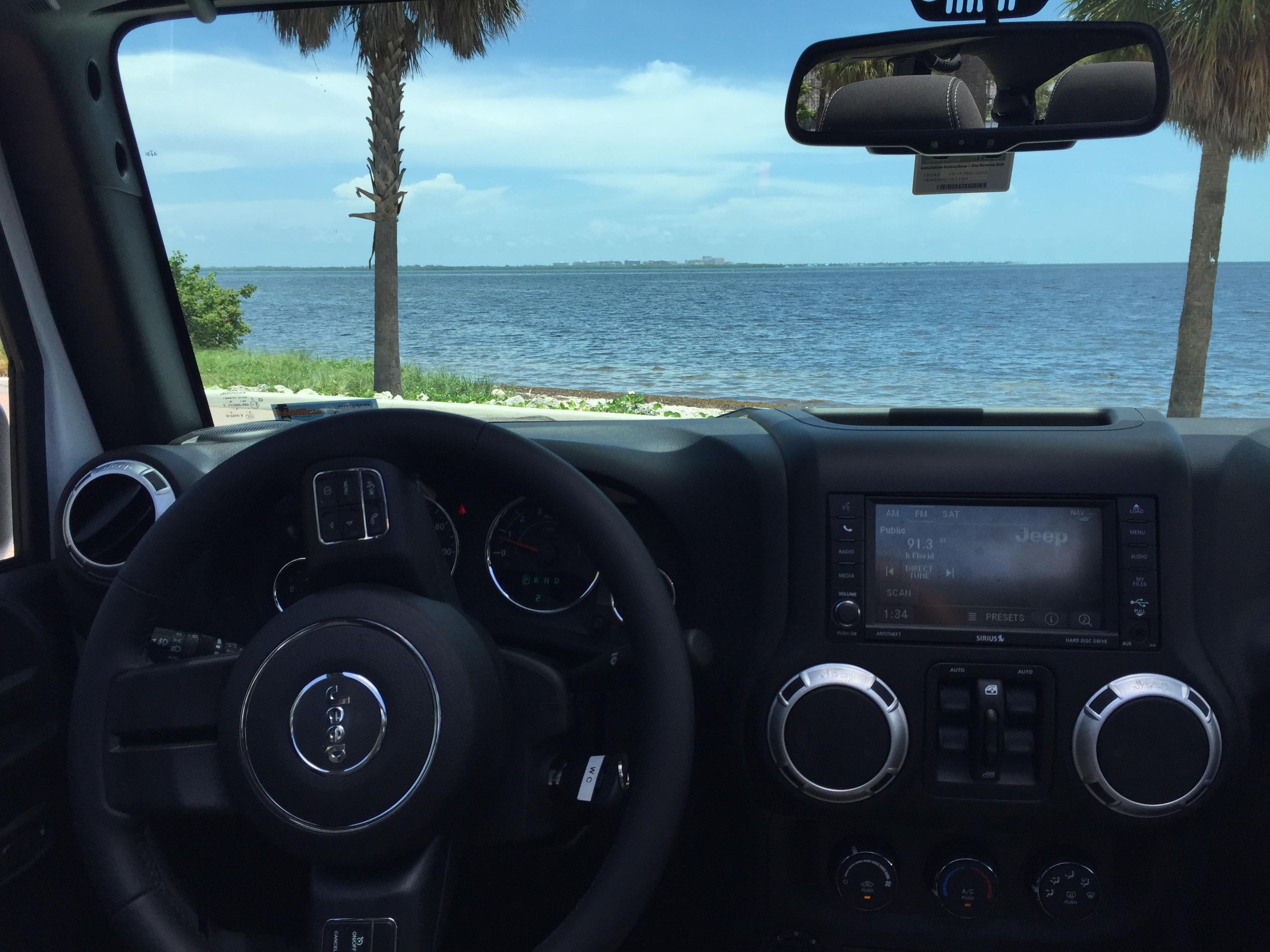 Jeep-Rental-Sahara-INterior
